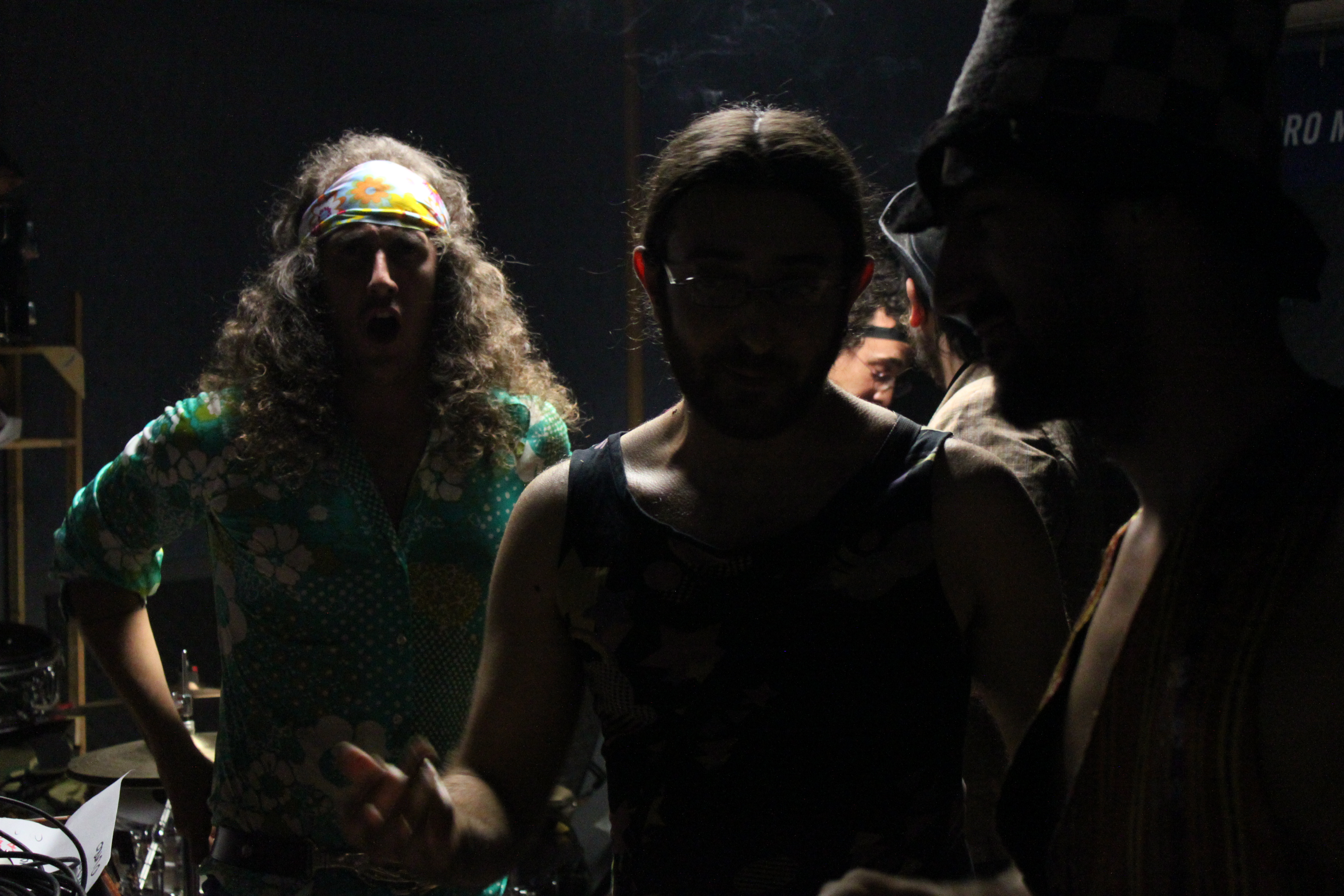 "Backstage, ""Búho"" y Pak Zer0"